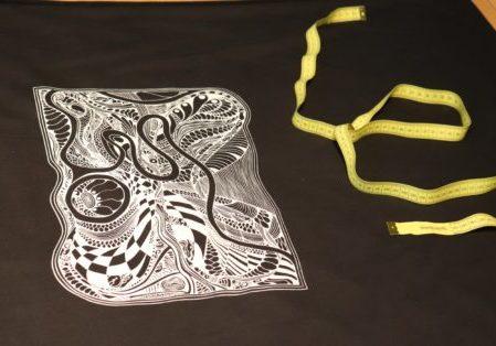 Siebdruck Labyrinth mit Maßband